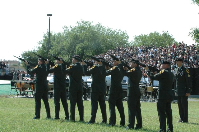 Soldiers of the 1st Cavalry Division pay tribute to the fallen heroes of the division's recent deployment in support of Operation Iraqi Freedom 06-08 with a 21-gun salute during a rededication ceremony held at the division's parade field May 16.