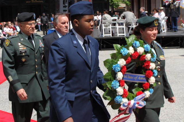 U.S. Army Chief of Staff Gen. George W. Casey Jr. walks alongside Chicago Mayor Richard M. Daley in a wreath-laying ceremony procession at Daley Plaza during the city of Chicago's Memorial Day observance on Saturday, May 24, 2008.