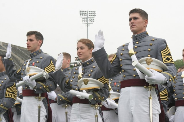 The members of the U.S. Military Academy Class of 2008 receive the oath of office from the Commandant of the U.S. Corps of Cadets, Brig. Gen. Michael Linnington. Of the class of 972 graduates, 958 took the oath today. The other 14 graduates are foreign cadets, who will return to their respective countries to serve. The class included 148 women, 57 African Americans, 69 Asian/Pacific Islanders, 56 Hispanics and 12 Native Americans. There are 138 members who are also attended the U.S. Military Academy Preparatory School, Fort Monmouth, N.J. -- 114 men and 24 women.
