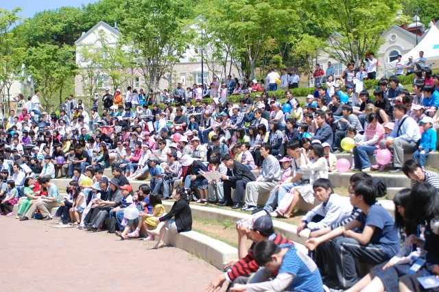 The concert audience included students and teachers from the English Village as well as Families who had a day out on Children's day.