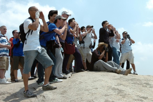 2ID Soldiers and students yell together from the top of Sa-Pae Mountain during the 2008 One-Mind Hiking Trip May 1.