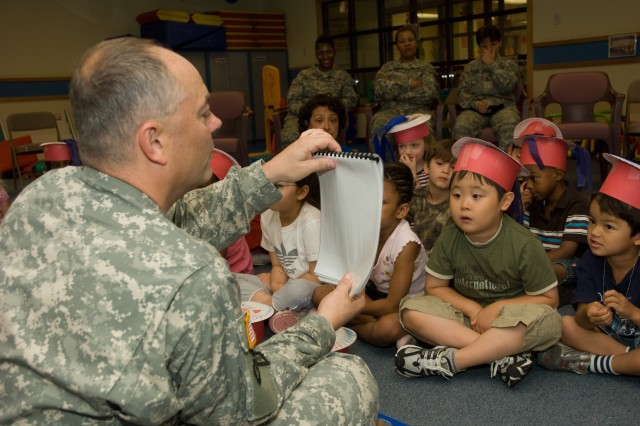 Yongsan youth learn the Army story