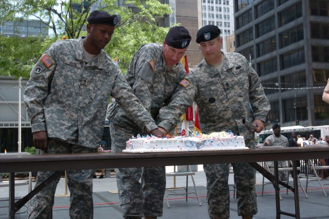 Maj. Gen. Peter S. Cooke and Soldiers cut the cake during Chicago's Army Birthday celebration