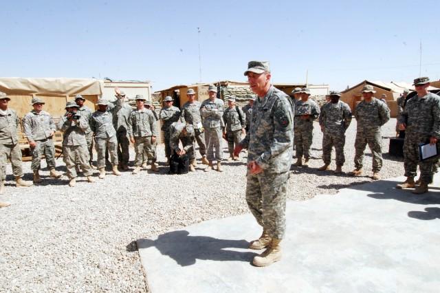 General Petraeus Visits Hawijah During Army Birthday