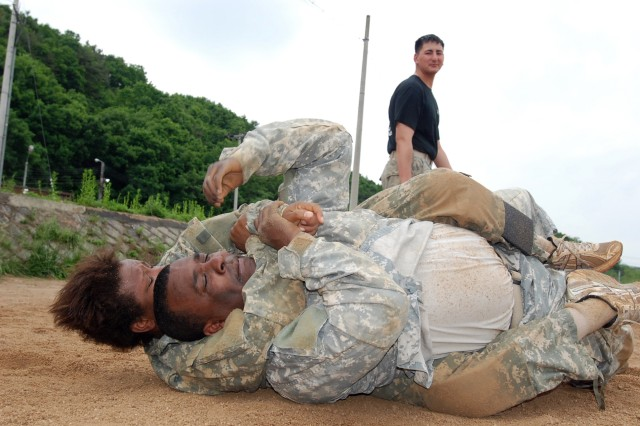 """Soldiers from HHC, 1st BSTB, 1st HBCT train on Combatives during """"Gladiators Weapons Week"""" June 2-5 at Rodriguez Live Fire Complex."""