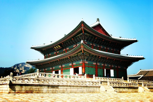 Visitors can enjoy five palaces in Seoul from the Joesun Dynasty.