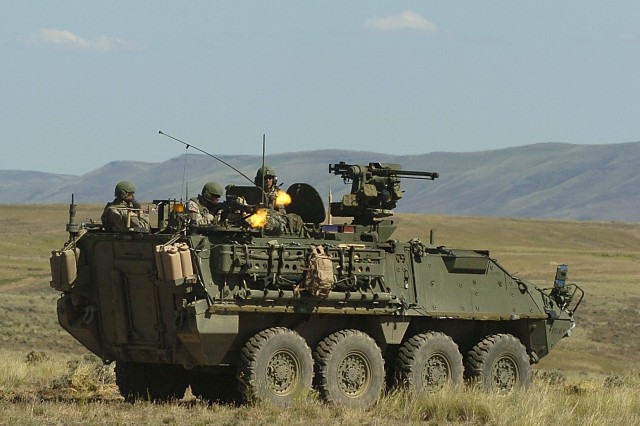 Soldiers train on new Strykers