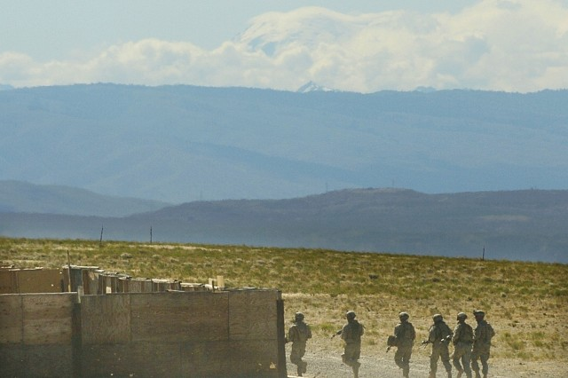 Soliers from 3rd Plt., A Co., 1-17 Inf. run toward the objective during the blank run of a platoon live-fire exercise at the Yakima Training Center.