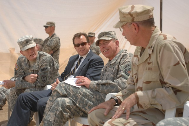 Gen. Petraeus meets with detainee commanders