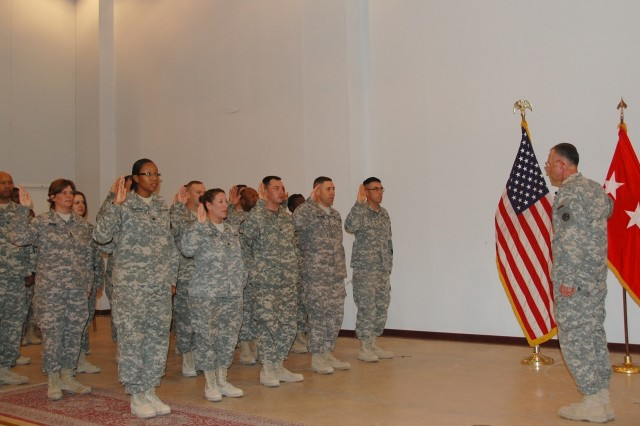 Lt. Gen. James J. Lovelace, commanding general, Third Army/U.S. Army Central, administers the Oath of Enlistment to 19 Soldiers reenlisting in the U.S. Army, July 4, 2008, at Camp Arifjan, Kuwait.