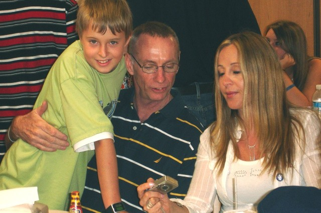 Thomas Howes and family during lunch in the Brooke Army Medical Center, Fort Sam Houston, Texas, July 6, 2008.