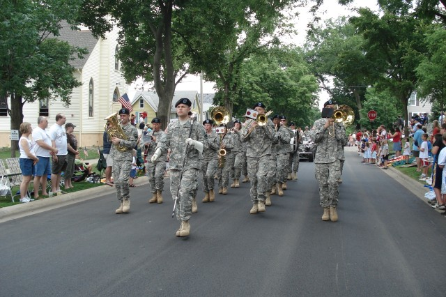 85th Division Band celebrates Independence Day at Hinsdale Parade