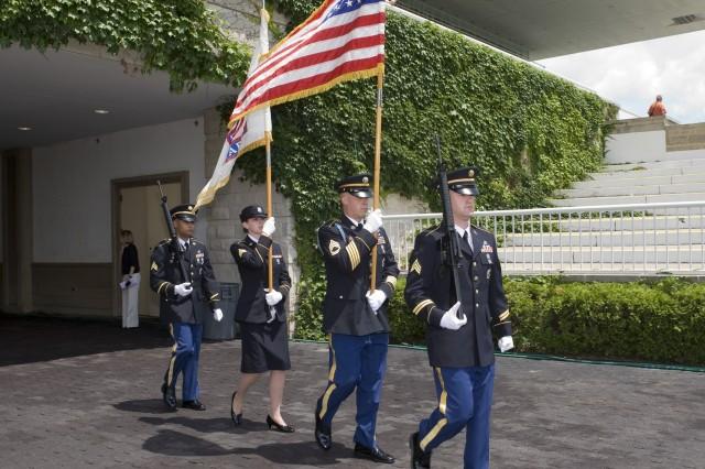 U.S. Army Recruiting Color Guard posts colors at Arlington Park