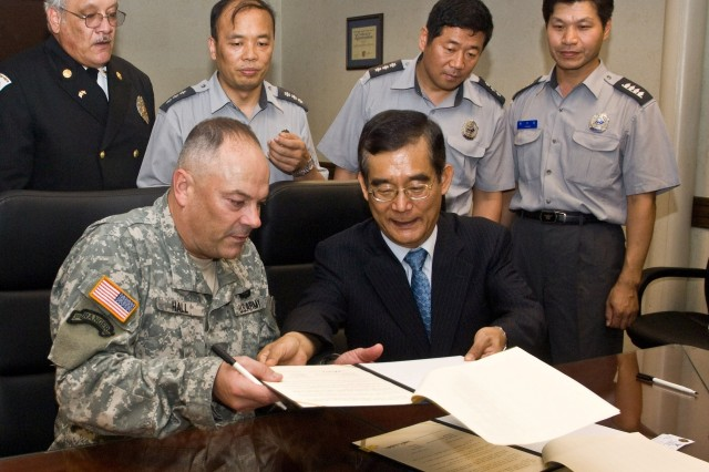 Yongsan, Seoul officials sign mutual aid agreement