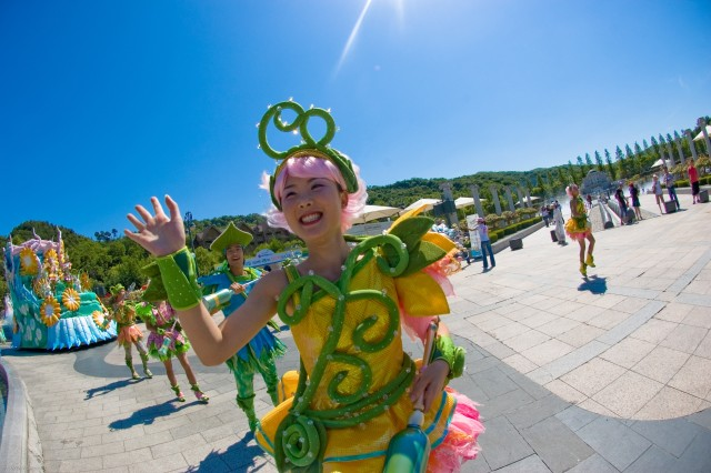 One of Korea's premiere amusement parks offers visitors song and dance. Everland Resort is a popular tourist destination.