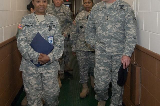 8th USA Commander tours Yongsan Readiness Center barracks