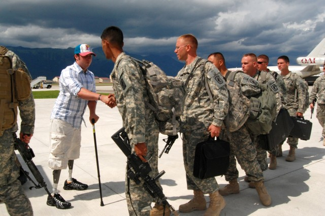 Wounded Soldier returns to Italy to greet comrades as they come home from Afghanistan deployment