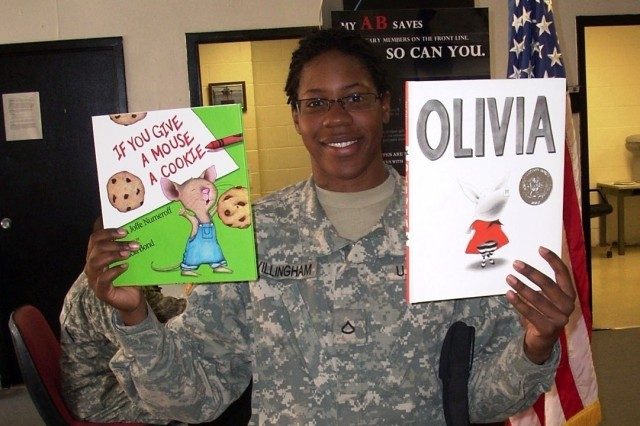 Soldiers in Iraq Unite With Families Through Reading