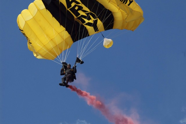 Team Leader, SFC Harold Meyers, U.S. Army Golden Knights Parachute Demonstration Team, steers his canopy during a demonstration for the 50th Chicago Air and Water Show, Saturday, August 16th, 2008.