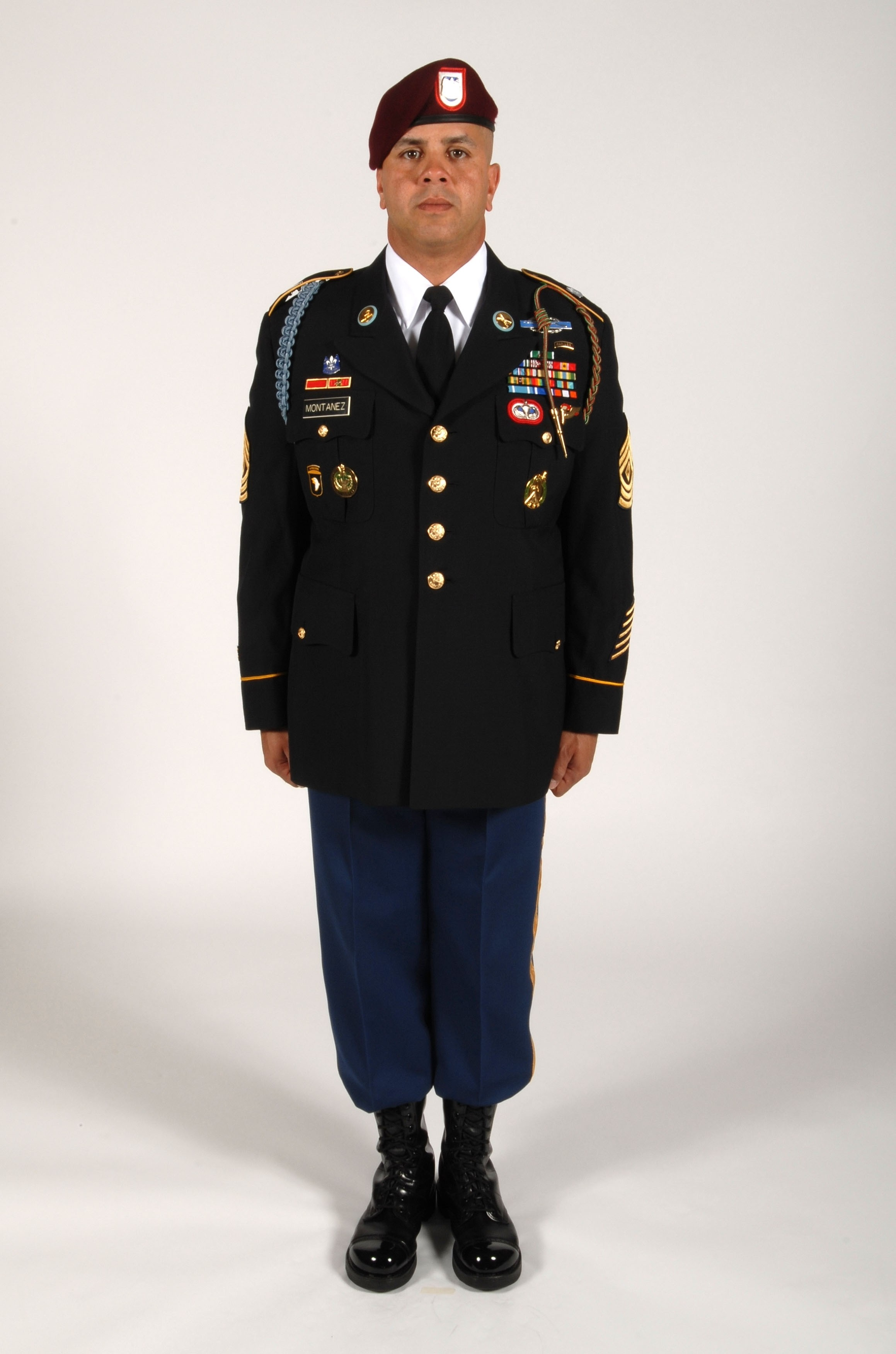 Dress blues details - Army News | News from Afghanistan & Iraq