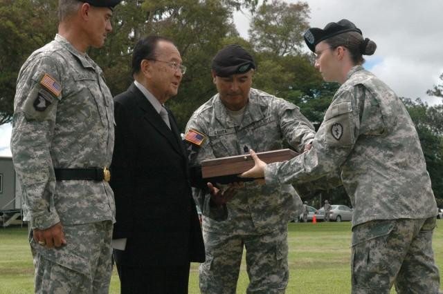 Sen. Inouye receives Medal of Honor flag