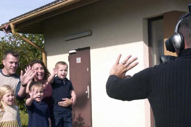 Hometown News kicks off holiday greetings program