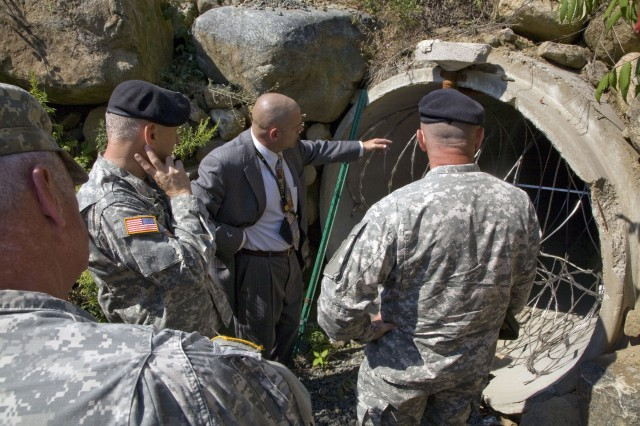 Kurt McNeeley, chief of Warfighter Central shows part of a tactics and weapons employment course to Brig. Gen. Dulfer and Brig. Gen. Nunn during their visit to Picatinny Arsenal, Sept. 5.
