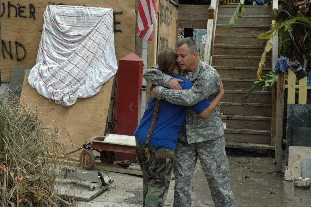 Task Force Pacesetter responds to aid victims of Hurricane Ike in Texas