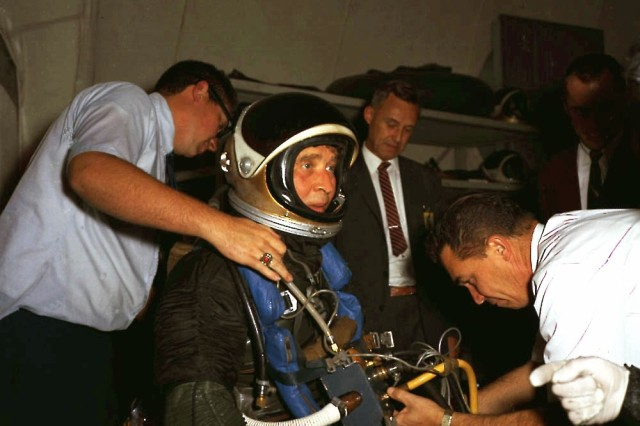 Dr. Wernher von Braun, Marshall Space Flight Center director, was suited with a space suit and diving equipment at the MSFC Neutral Buoyancy Simulator, Nov. 14, 1967.