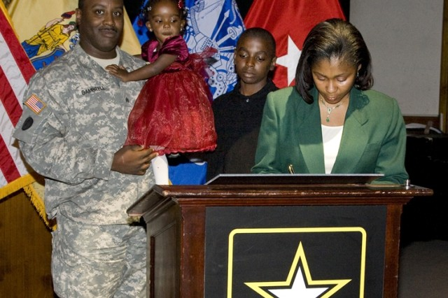 Community members pledge support to New Jersey military families