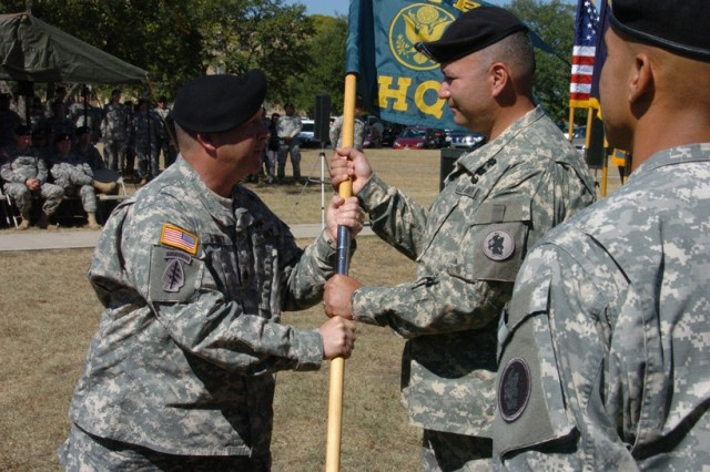 New commander takes charge of Army South HHC