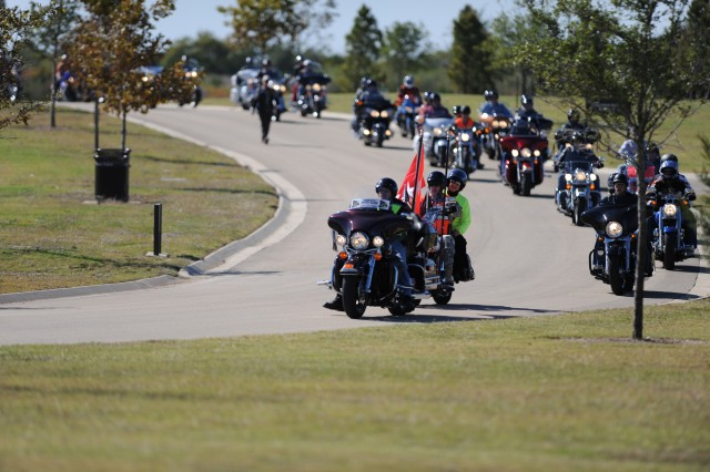 FORT HOOD, Texas -- Lt. Gen. Rick Lynch, III Corps and Fort Hood commander, arrives at Central Texas State Veterans Cemetery for a veterans memorial cermony. Nearly 1,200 Phantom Thunder riders participated the days events.
