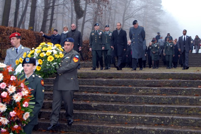 Multi-national Solders lay wreaths in Heidelberg on German National Day of Mourning