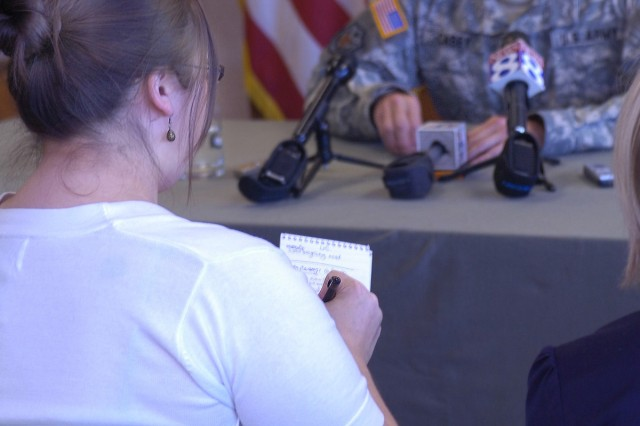 Casey focuses on Army families during visit