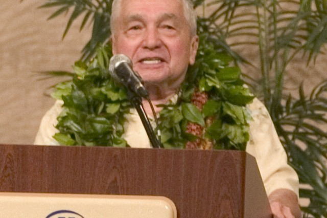 WAIKIKI, Hawaii - Retired Col. David Peters addresses the crowd offering thanks after receiving the 2008 Ihe award from the Hawaii Army Museum Society. The ihe award honors outstanding members of the community.