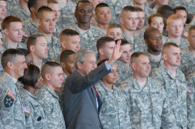 """The President poses with Soldiers at Fort Campbell, Ky. during his Nov. 25 visit to the installation. Bush congratulated Soldiers of the 101st Airborne Division, 160th Special Operations Aviation Regiment, and 5th Special Forces Group for a """"job well done."""""""