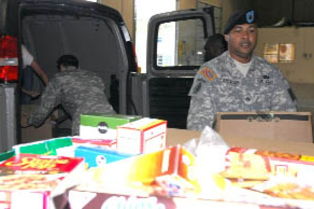 Soldiers help feed those in need