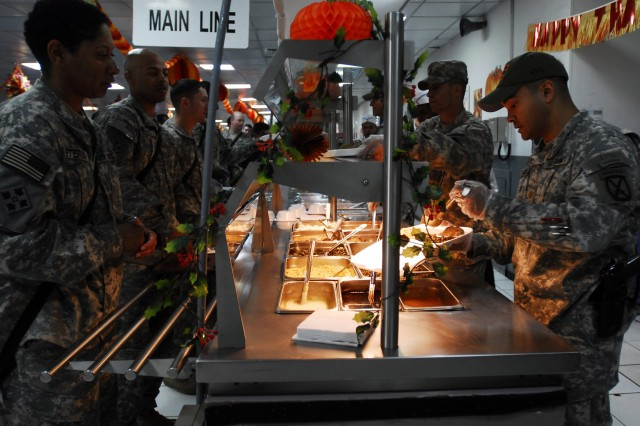 Soldiers enjoy Thanksgiving meal