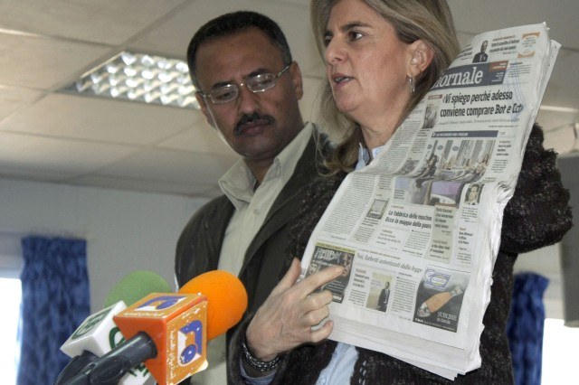 Anna Marie Greco, an Italian journalist, discusses articles in an Italian newspaper with about 60 Iraqi journalists who attended a conference at Camp Dhi Qar, near Nasiriyah, Dec. 8.