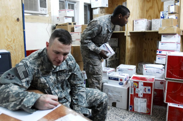Mail Team Keeps Holiday Season Morale High in Iraq