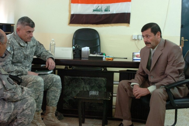 Joint Communication Command Commander Ayed Youssif meets with Maj. Gen. Robert L. Caslen Jr., commander, Multi-National Division - North, at JCC Headquarters in Tikrit, Iraq Dec. 17 to discuss methods of improving communication between the Iraqi Government and the people of Iraq.