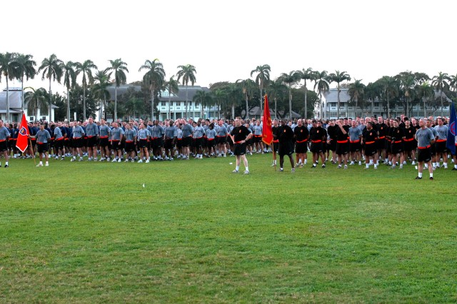 """FORT SHAFTER, HAWAII DEC 17, 2008 - More than 1,000 U.S. Army, Pacific """"One Team Warrior Runners"""" welcomed the   holiday season at Fort Shafter as they ran about three-miles in formation, led by LTG Benjamin R. Mixon,   Commanding General, USARPAC and other members of the command group, circling around the post and concluding at   Palm Circle with remarks and a safety briefing."""