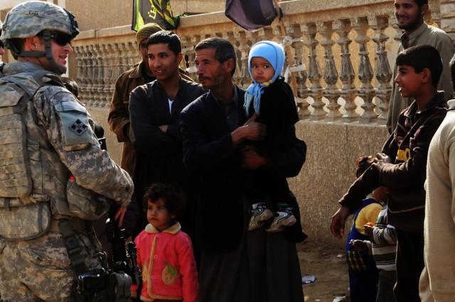 Iraqi, U.S. Soldiers conduct reconnaissance patrol in Hamza