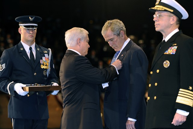 Defense Secretary Robert M. Gates awards the Department of Defense Medal for Distinguished Public Service to President George W. Bush at the Armed Forces Full Honor Farewell to President on Fort Myer, Va., Jan. 6, 2009.