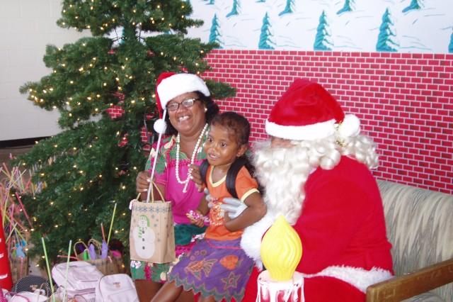 Santa visits Roi-Namur