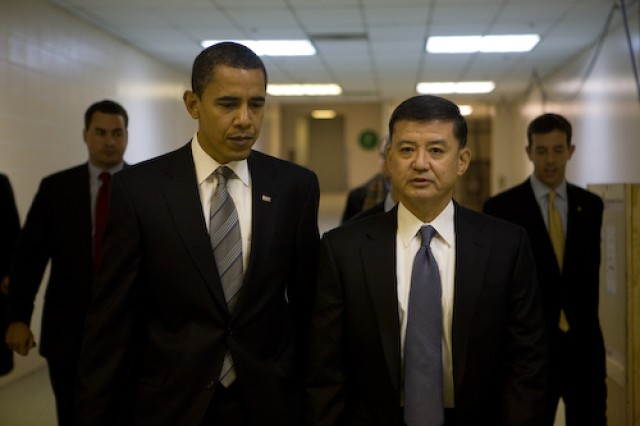 Shinseki sworn in as VA secretary