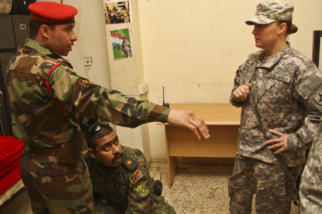 Transition Team Mentors Iraqi Soldiers to Success