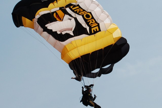 "A member of the 101st Airborne Division skydiving team, the Screaming Eagles, participates in Aca,!A""accuracy trainingAca,!A? at Team FastraxAca,!a,,cs training site in Ohio."