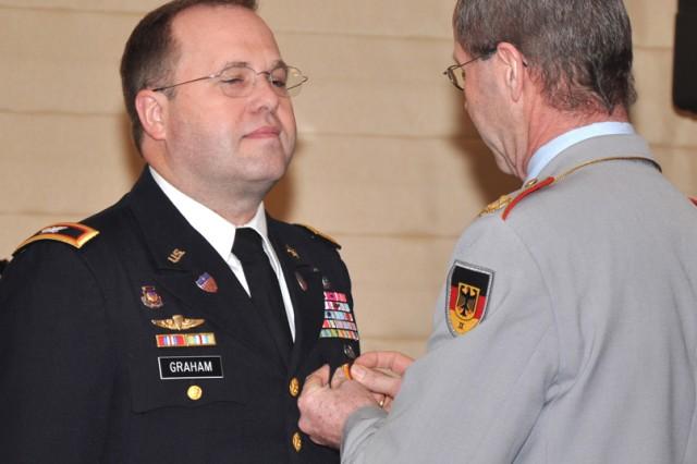Wiesbaden garrison commander awarded Cross of Honor of the Bundeswehr