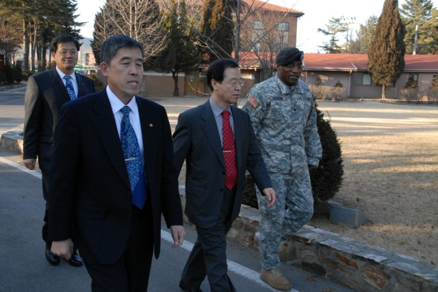 Vice Governor of Gyeonggi visits Red Cloud